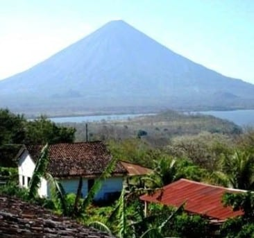 Visit enchanting Nicaragua easily from Costa Rica