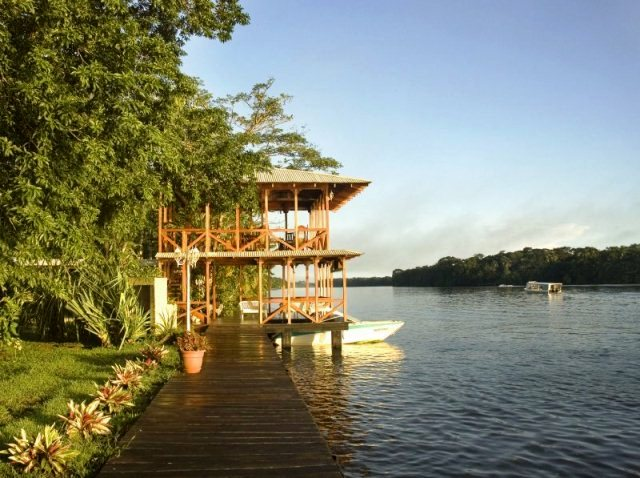 Manatus-Tortuguero-Sustainable-Tourism