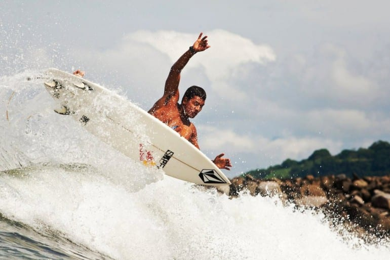 Costa Rican Surfer Rises to Top 10 in World Rankings