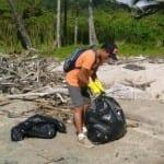 Bagging-beach-trash-Playa-Santa-Teresa-Costa-Rica