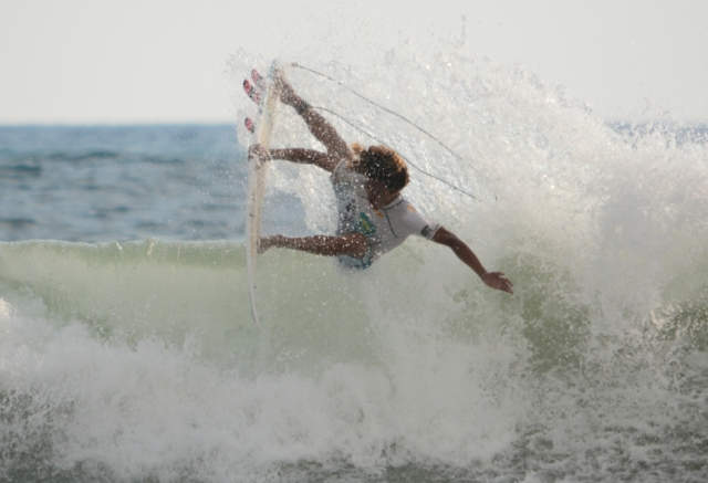 Costa Rica surfer Carlos Munoz, image by Costa Rica Surf Federation