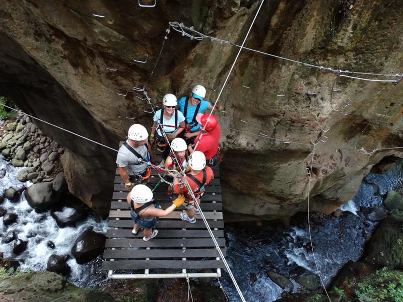 Hacienda Guachipelin canopy tour in Costa Rica & Top Costa Rica canopy zip line tour at Hotel Hacienda Guachipelin ...