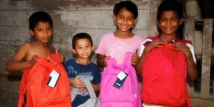 Santa Teresa Costa Rica schoolchildren with Aprendiendo Unidos