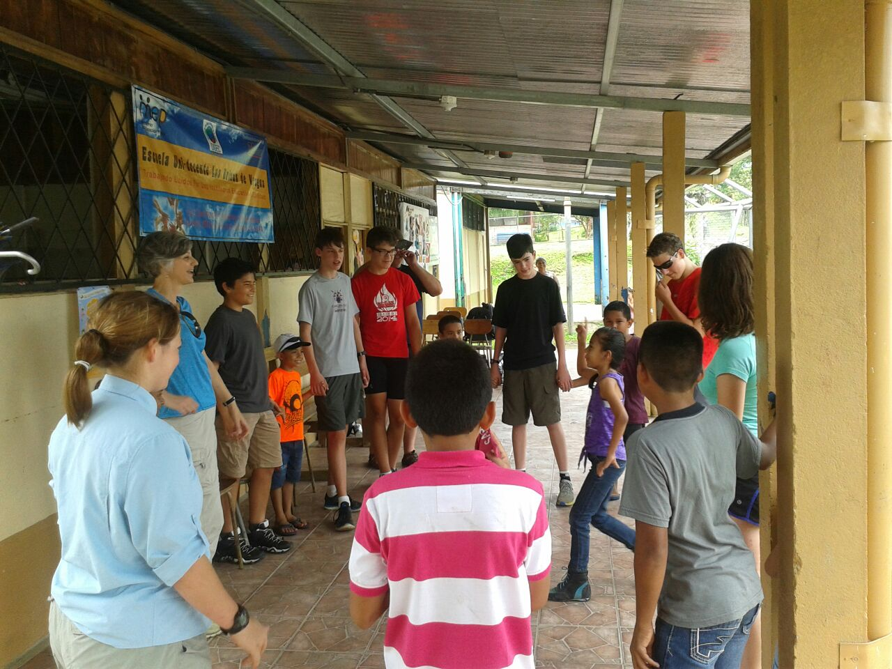 student-groups-at-veragua-rainforest