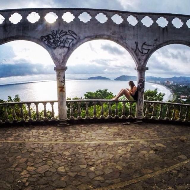 Mirador en Ruinas de Jacó, fotografía por yaelsl.