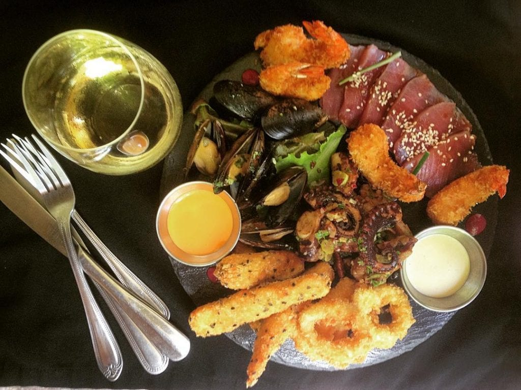 Fresh seafood starter platter at Luc´s Seafood Grill and Chapa, photo by lucianoriotti.