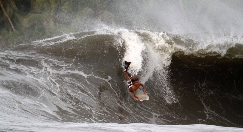 Surfing Los Tumbos, Costa Rica - Photo by Asis Esna
