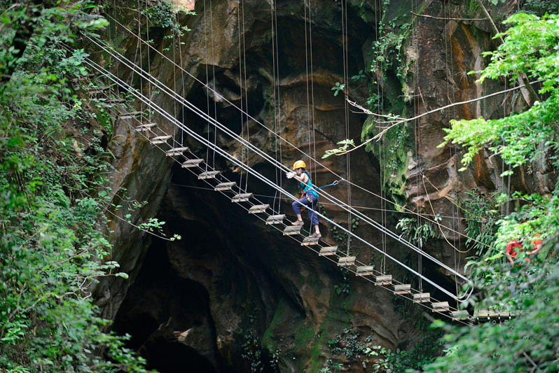 canyon canopy tour hacienda guachipelin